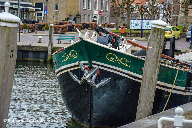 Ein Boot am Hafen in Willemstad