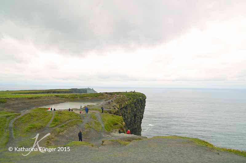 Am Cliffs Coastal Walk bei den Cliffs of Moher
