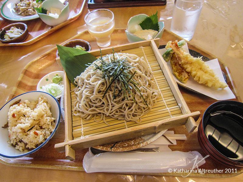 Japanisches Essen: Soba mit Tempura