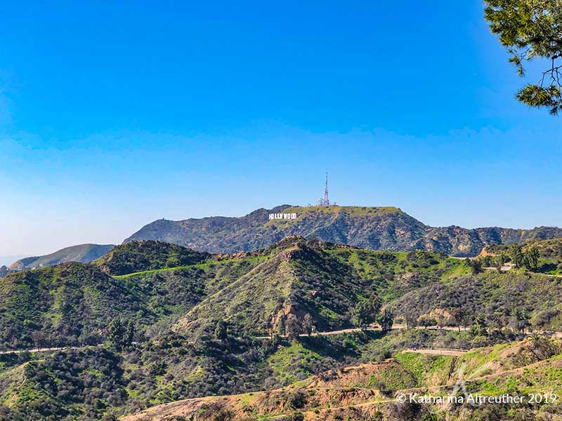 Blick auf das Hollywood SIgn vom Griffith Observatory in Los Angeles