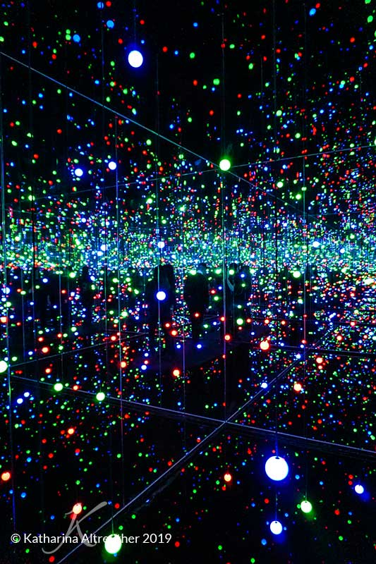 Kopenhagen off the beaten path - Louisiana Art Museum - Kusama Installation
