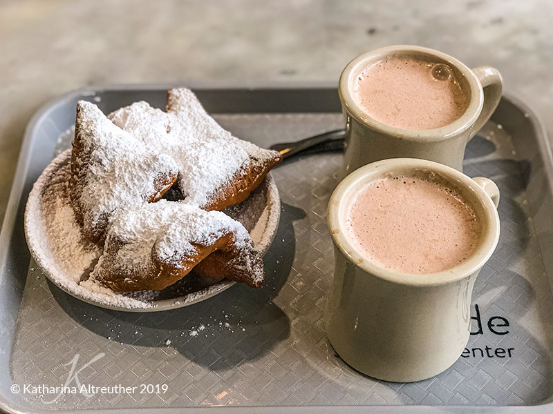 Die Beignets am Café du Monde in New Orleans